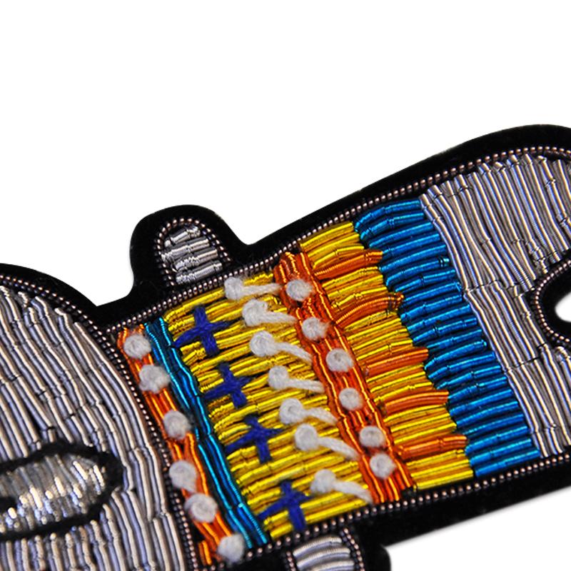 Wholesale Fashion Hand Embroidery Bullion Silk Patch Custom Penguin Shape Star 3D Wire Badge