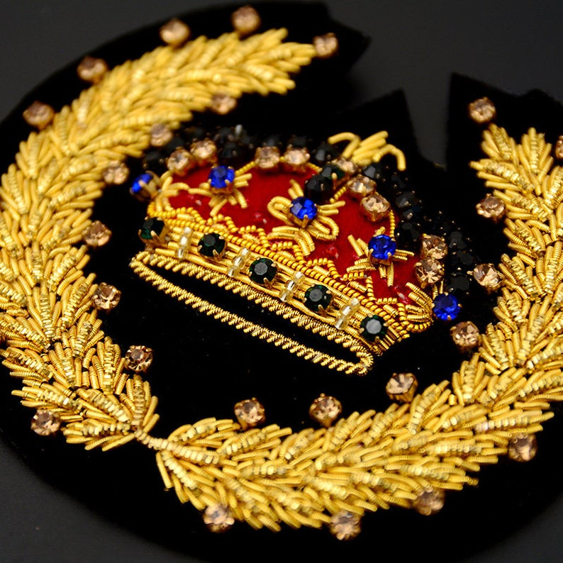 Hand Embroidered Gold Bullion Wire Sew-on Applique Vintage Crown Bee Lion Badge Bullion Patch for hats/Military Accessories